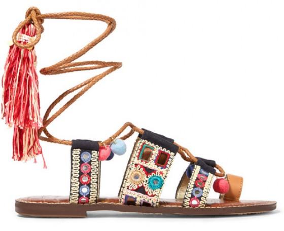 32571fde757 Fashion Trend: Σανδάλια με πομ πομ και χάντρες - More Trends