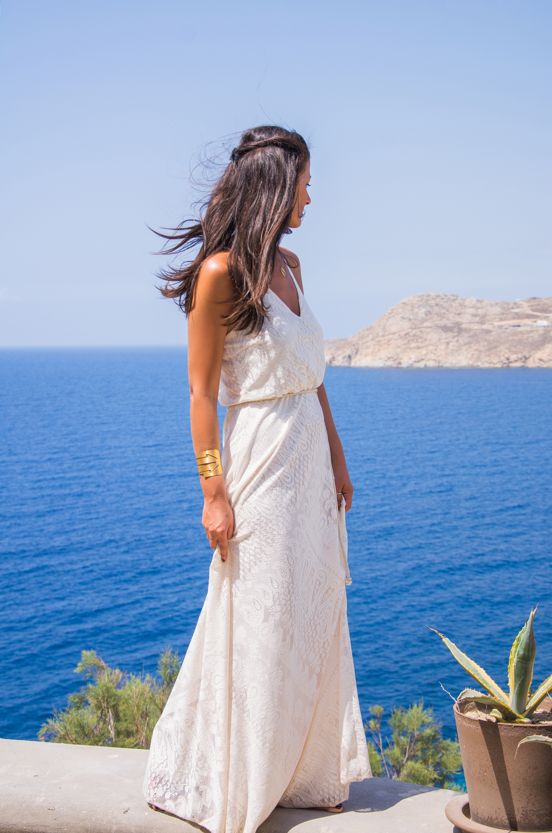 white-dress-moretrends