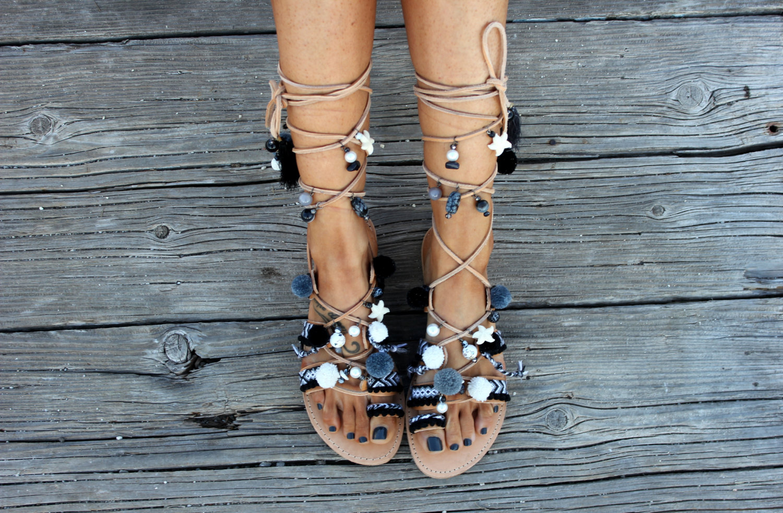 062df6ae192 ... Σανδάλια με πομ πομ και χάντρες. Fashion. more trends boho sandals