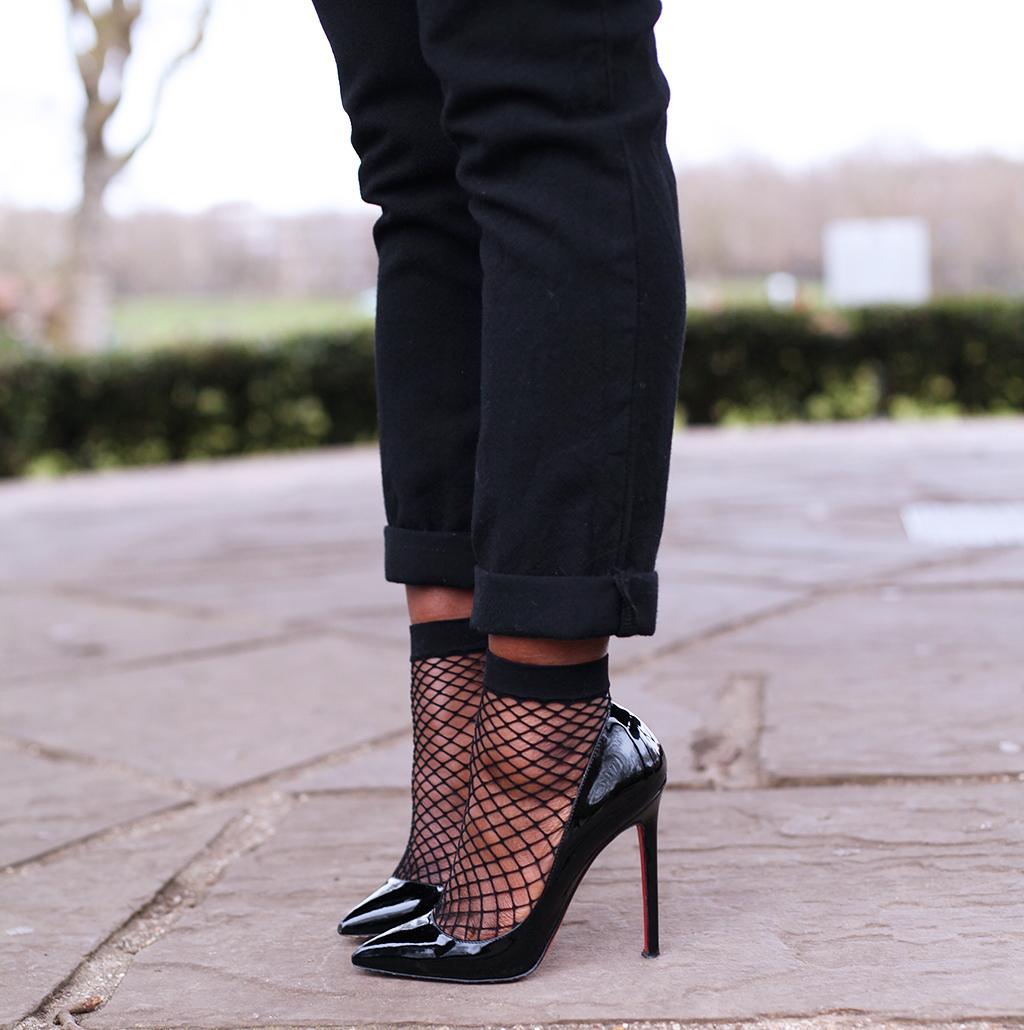 fishnet-socks-heels-mirror-me-1