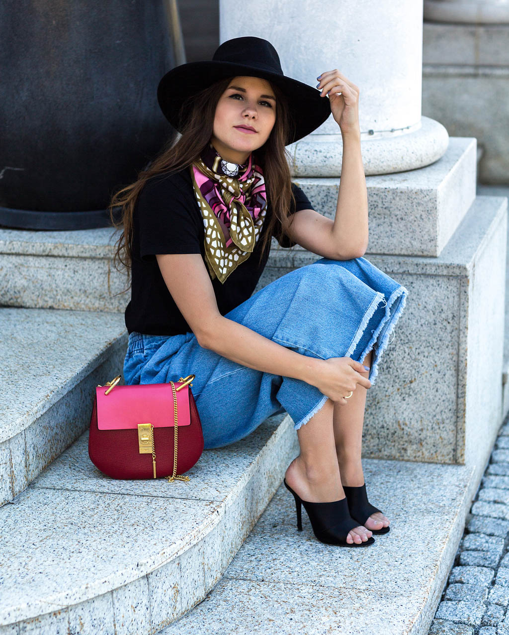 1.-chic-bag-and-silk-scarf-with-eclectic-outfit