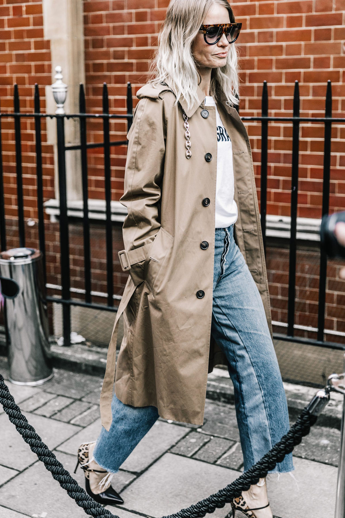 London_Fashion_Week_Fall_2017-LFW-JW_Anderson-Julien_Macdonald-Ports1961-Street_Style-184-1800x2700
