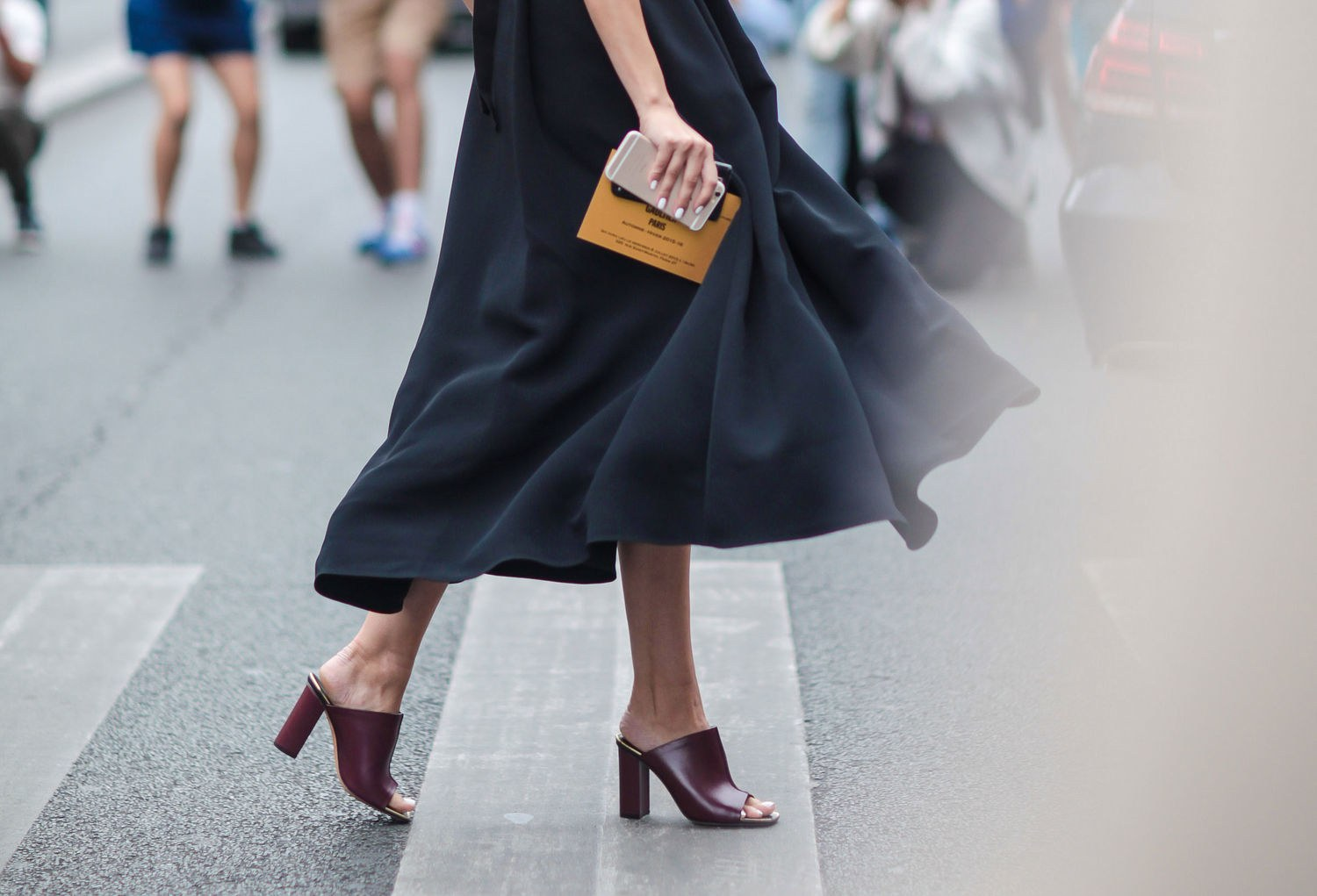 fashion-2015-07-mules-midi-skirt-street-style-main