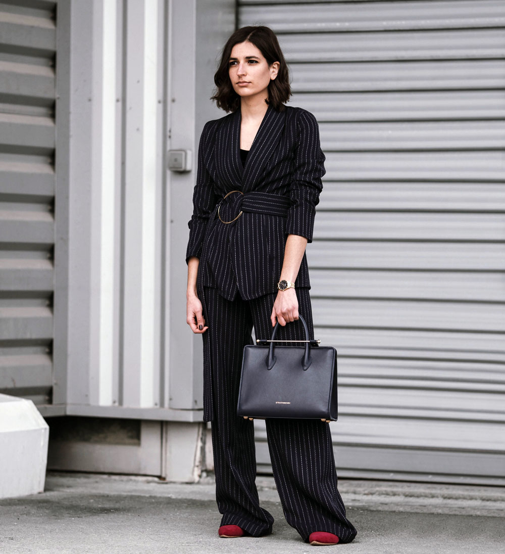 handmade-two-piece-belted-suit-aria-di-bari-street-style-french-fashion-blog-navy-office-friendly-outfit-winter