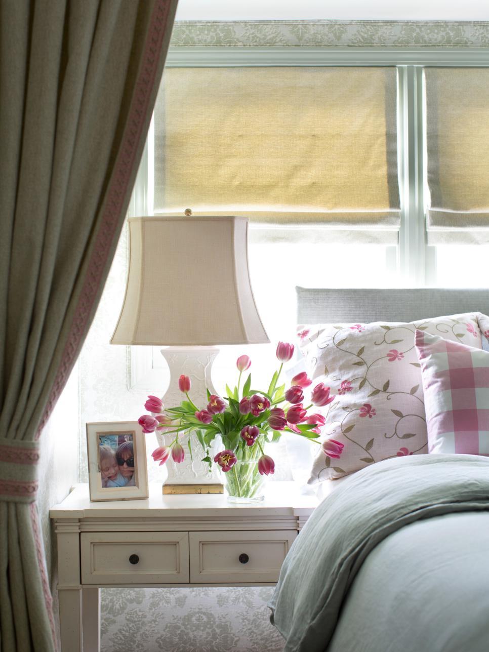 BPF_Spring-House_interior_cottage-bedroom-decor_fabrics_v.jpg.rend.hgtvcom.966.1288