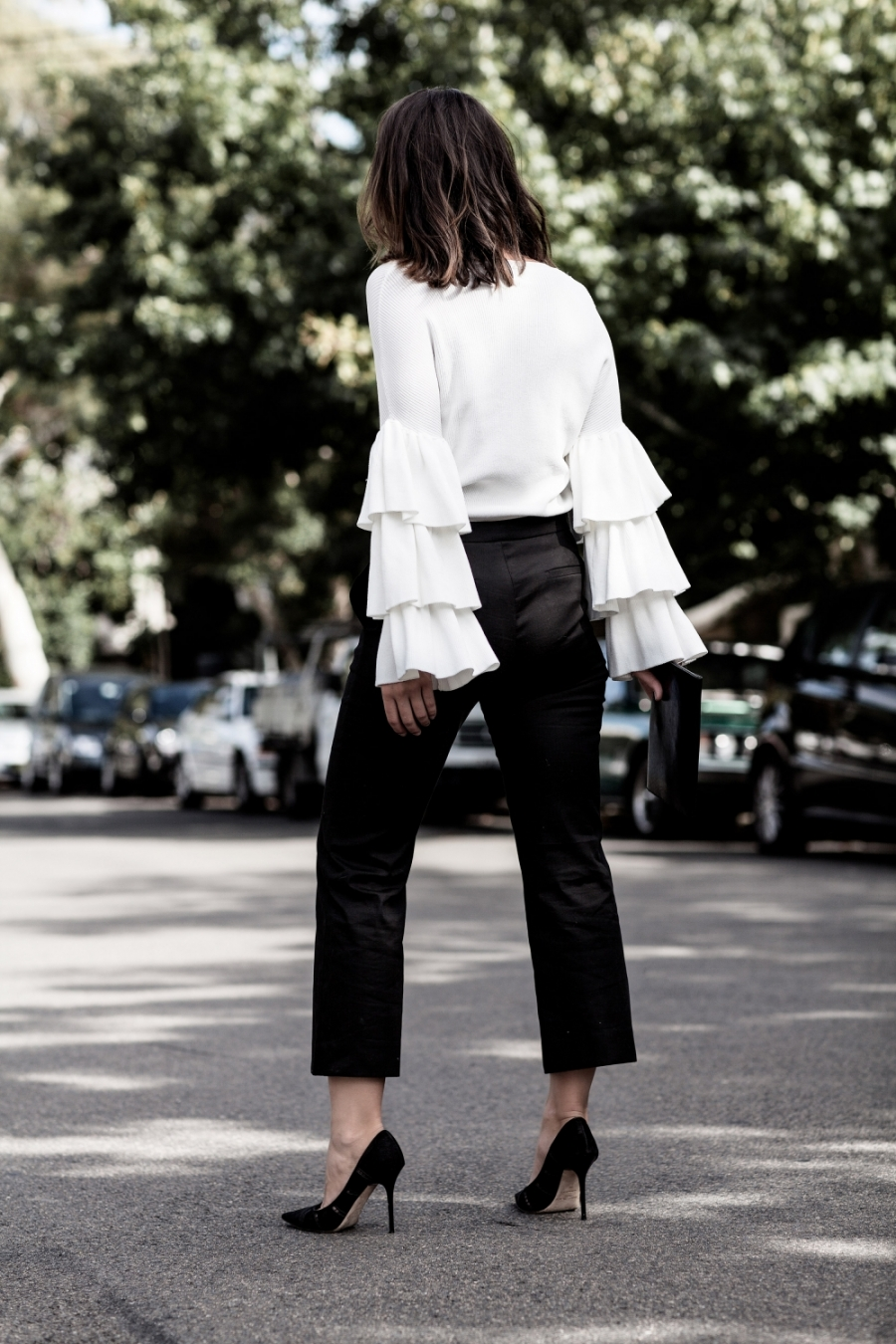 harper-and-harley_ruffle-white-top-sleeves_cropped-pants_style_outfit_3-mmvyse4emibxyq4fzsqsjaj8821ks4wdt3twr68530