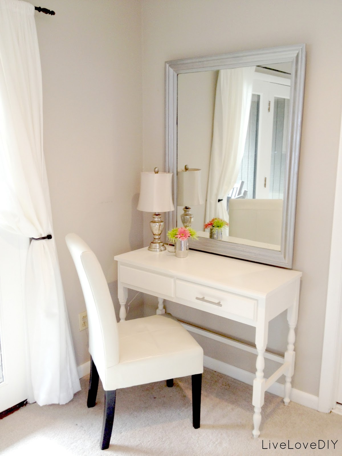 minimalist-white-makeup-vanity-canada-with-white-chairs-and-white-wall-for-minimalist-bedroom-design-contemporary-makeup-vanity-canada-for-your-bedroom-decor-ideas-small-makeup-van