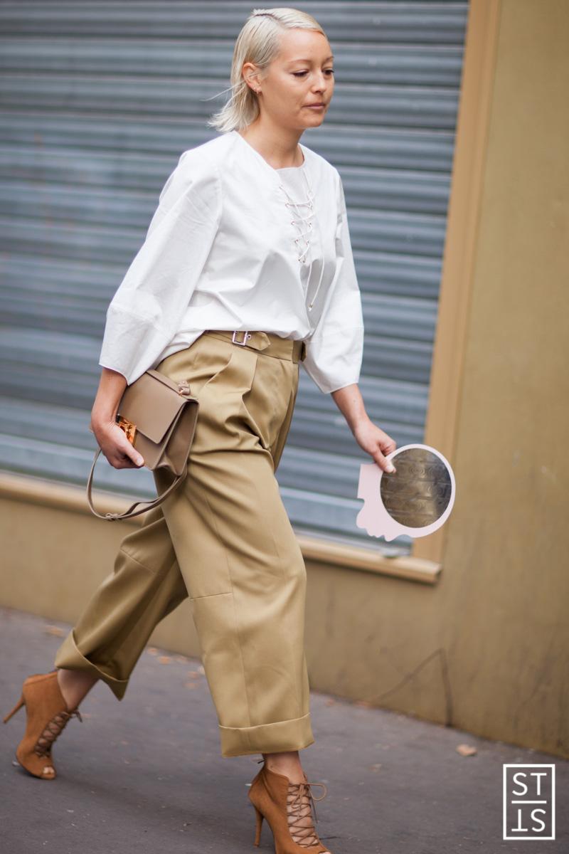 Fot: Szymon Brzoska/East News Paryz 28/09/2014 Street Fashion during Fashion Week SS15 Street Style