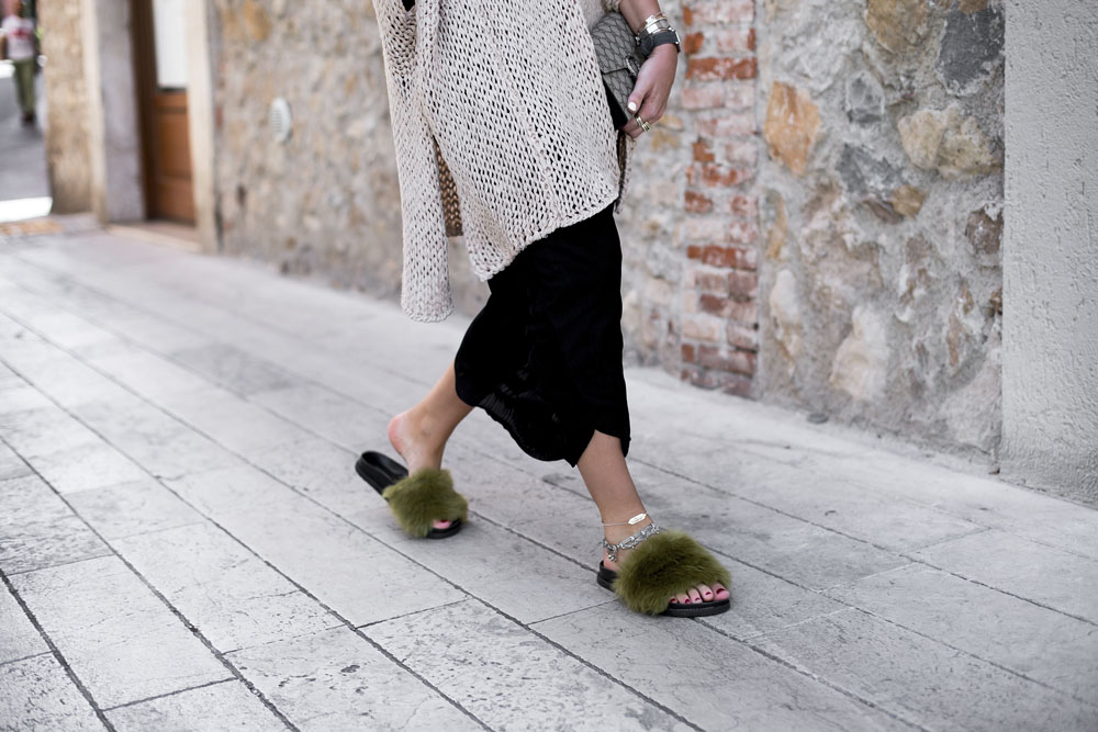 black-palms-edited-storets-topshop-streetstyle-luisaviaroma-gucci-furry-slides-5