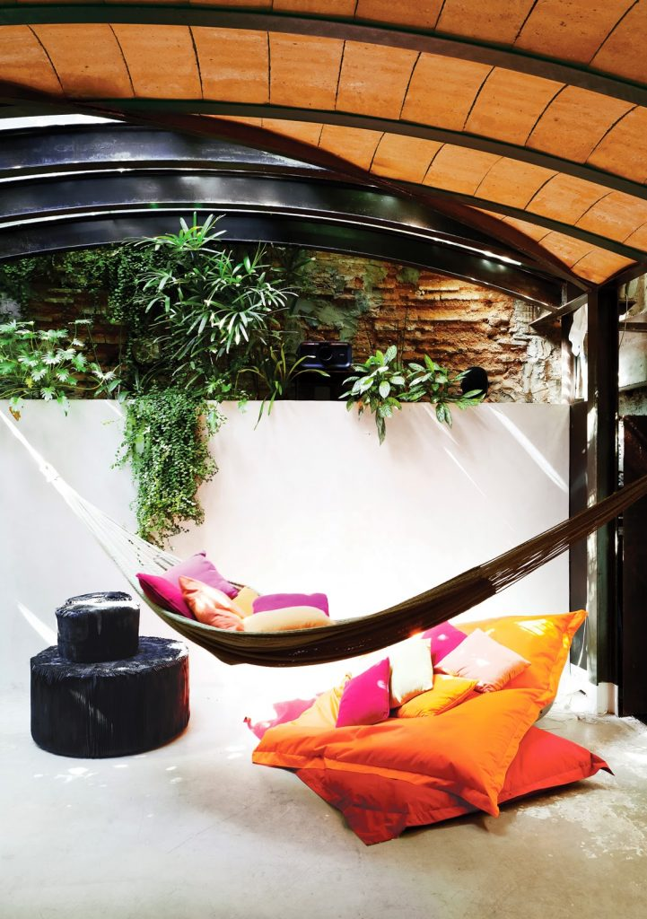 tagliabue-house-pool-room-barrel-ceiling-hammok