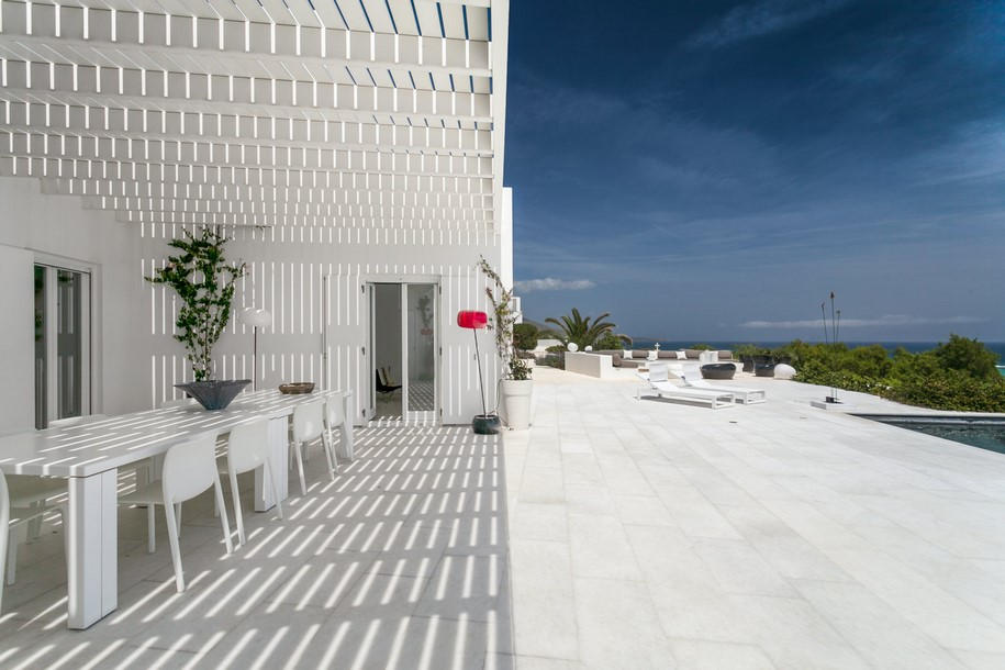 Residence-in-Paros-Photo-George-Fakaros-8