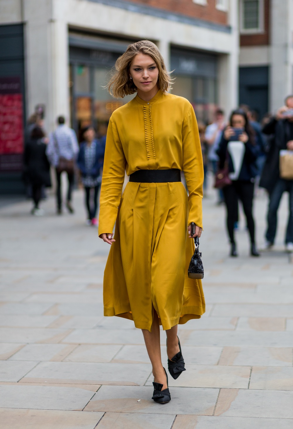LONDON, ENGLAND - SEPTEMBER 18: Model Arizona Muse wearing a mustard dress outside Topshop during London Fashion Week Spring/Summer collections 2017 on September 18, 2016 in London, United Kingdom. (Photo by Christian Vierig/Getty Images)