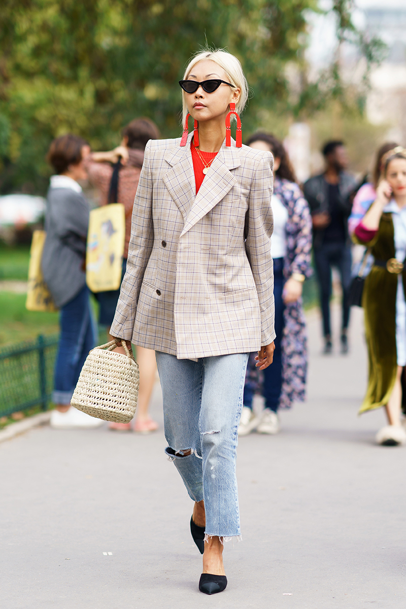 A chic showgoer arriving at the Maison Margiela runway show during Paris Fashion Week - Sep 27, 2017 - Photo: Runway Manhattan/Grace Lunn ***For Editorial Use Only***
