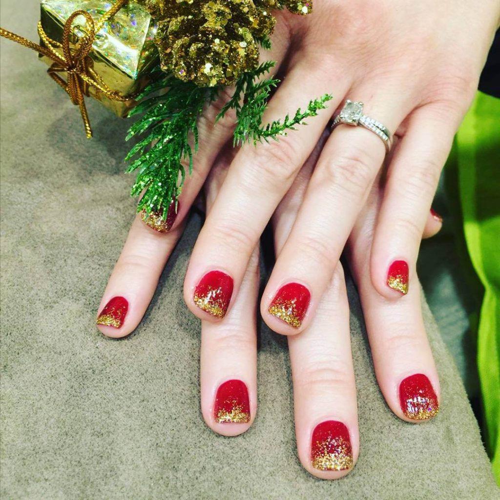 Red-and-Gold-Holiday-Nail-Art-1