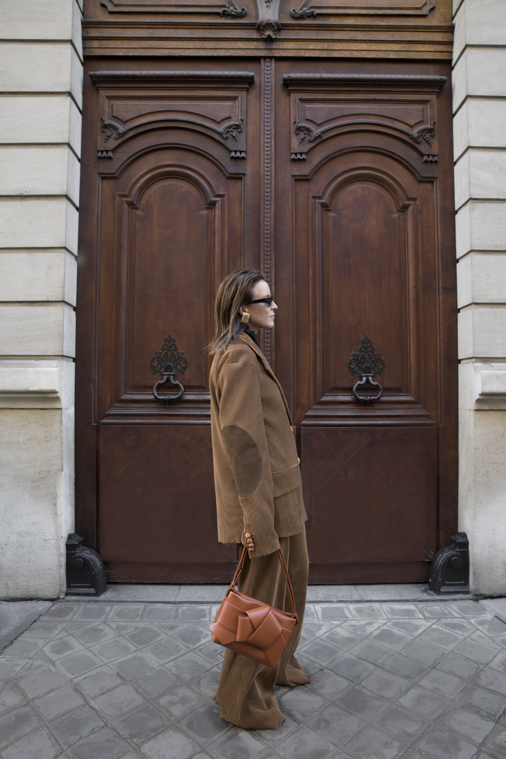 Acne-Corduroy-Brown-Suit-Knot-Bag-Paris.3