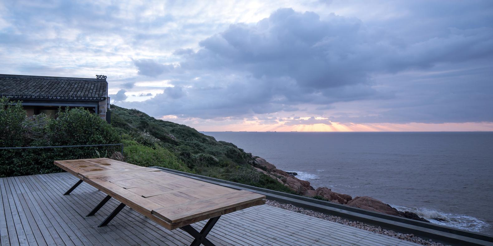 20屋顶平台上的日出-章勇