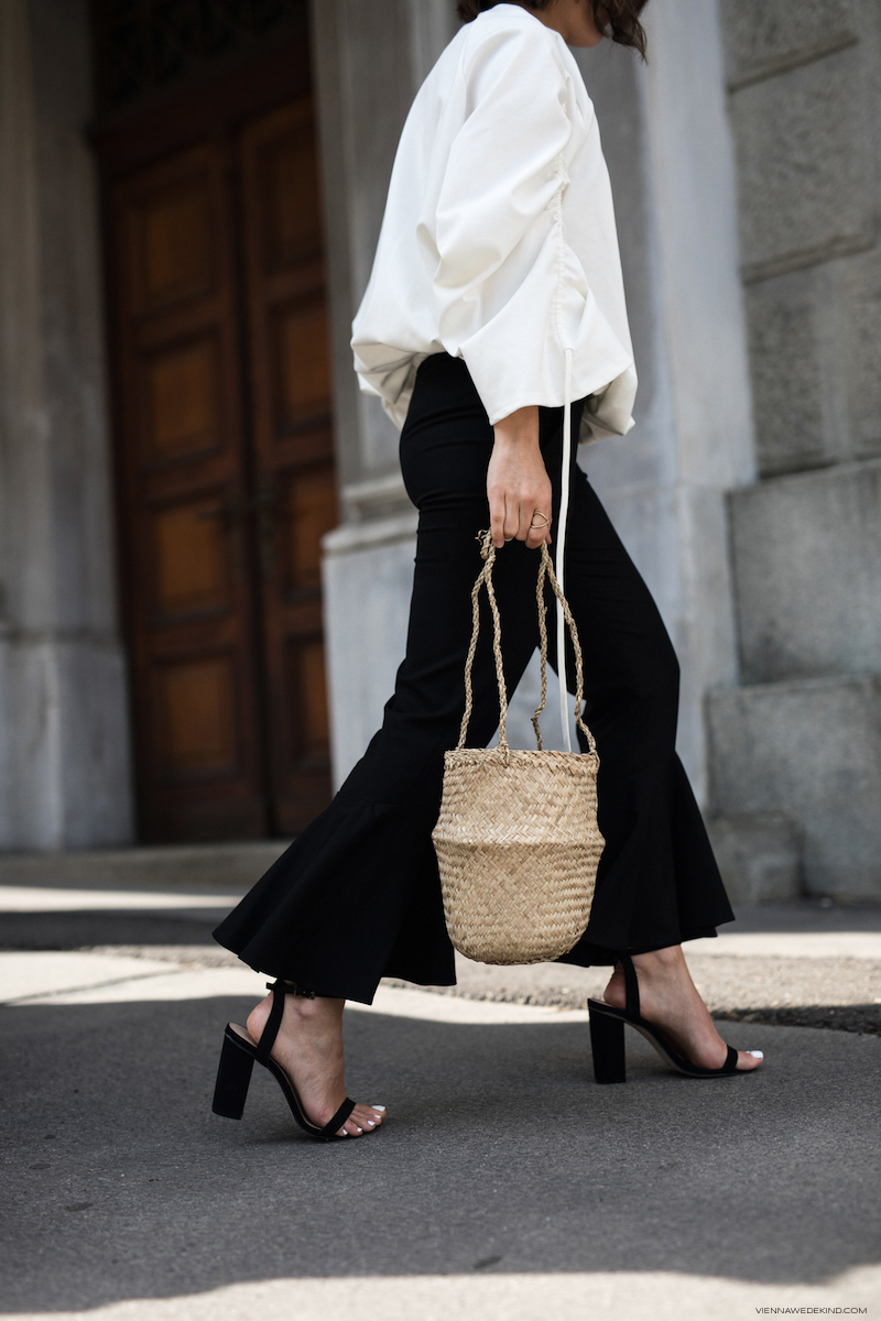 Mango-Flared-Pants-Rouched-Top-Straw-Bag-Theresa-Kaindl-VIENNA-WEDEKIND-6