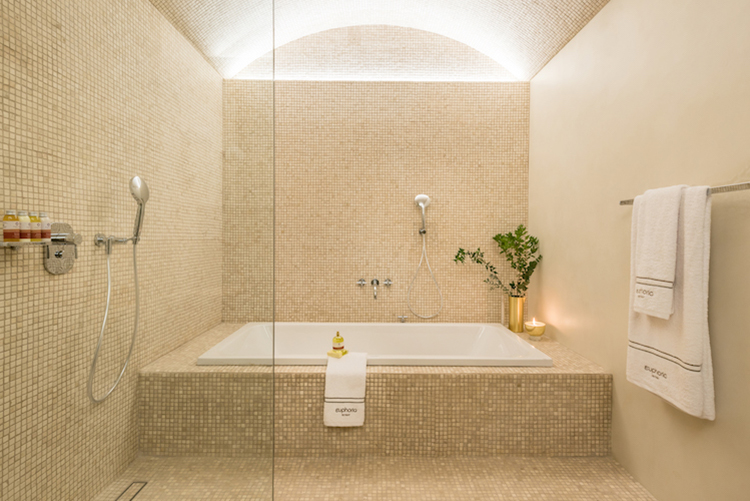 Euphoria-Retreat-Greece-Executive-Deluxe-Bathtub