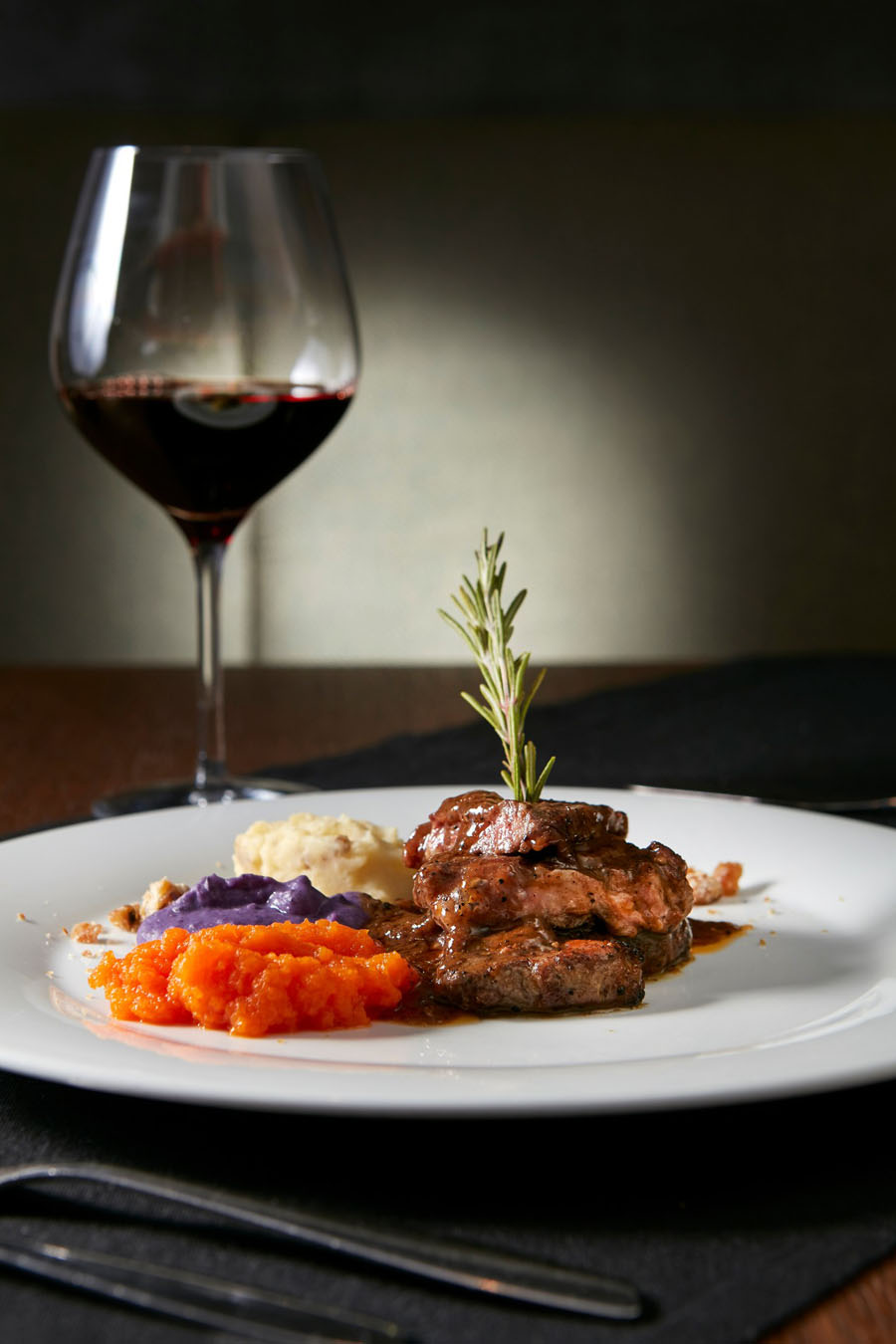 Boiled roast wild boar with vinsanto sauce