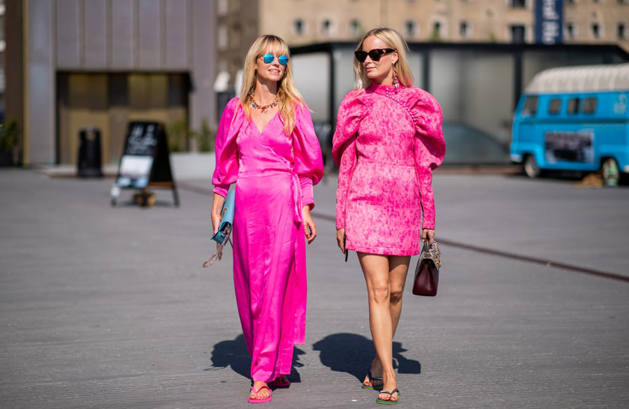 Styling-flip-flops-neon-pink-dresses
