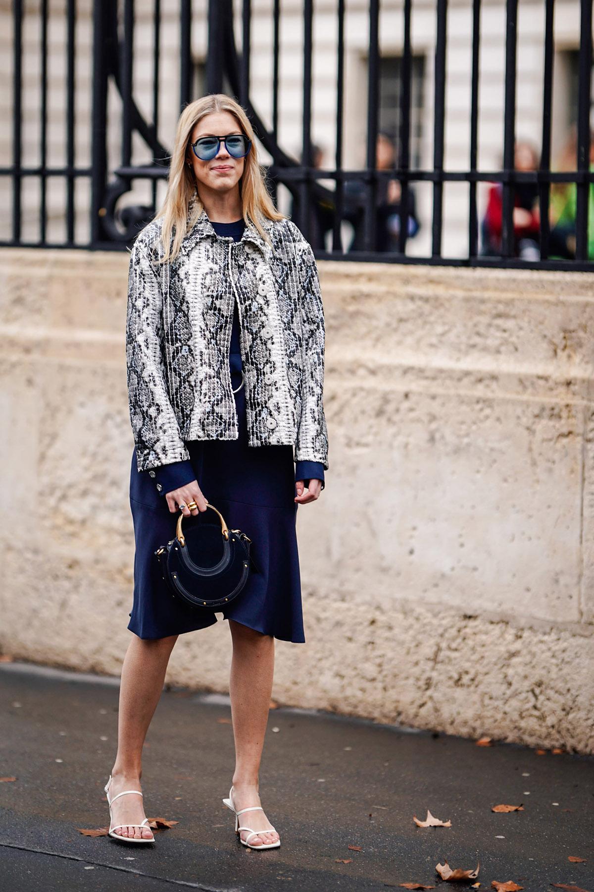 Style-your-minimalist-sandals-snakeskin-print-jacket-navy