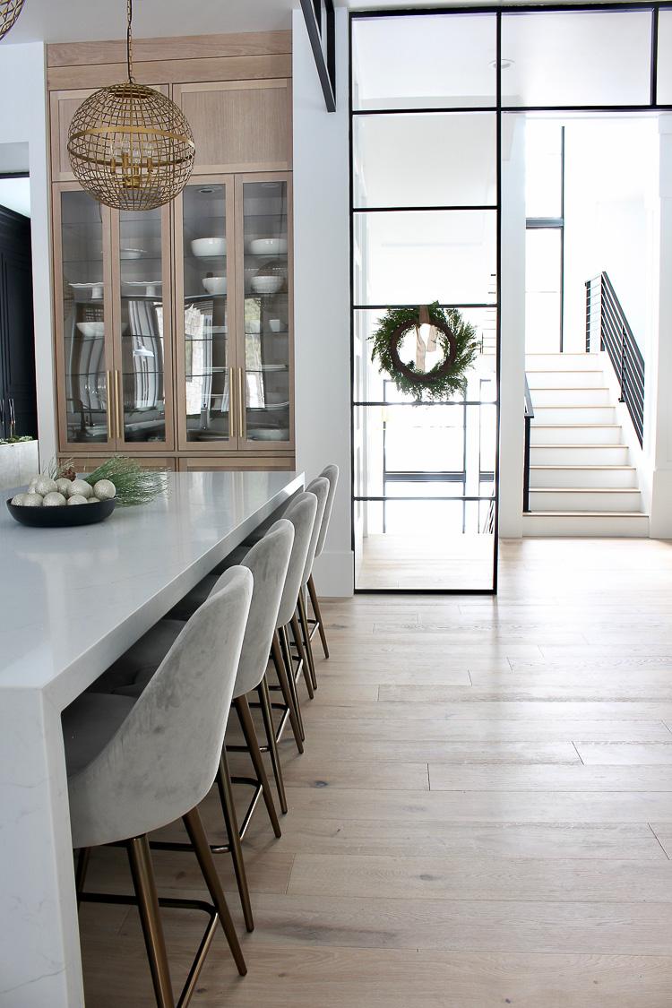 christmas-decorations-modern-kitchen-rift-sawn-white-oak-black-cabinets-black-shiplap-hood-steel-transoms-17