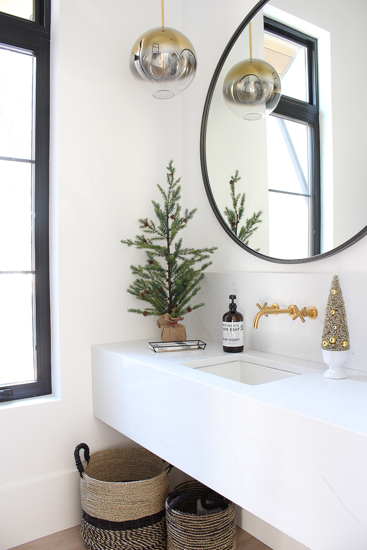simple-christmas-decorating-powder-bathroom