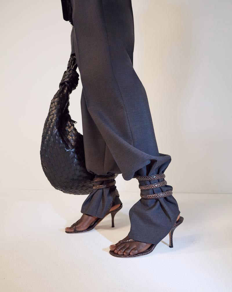 https___hypebeast.com_wp-content_blogs.dir_6_files_2019_06_bottega-veneta-pre-spring-2020-bags-footwear-ready-to-wear-daniel-lee-lookbook-39