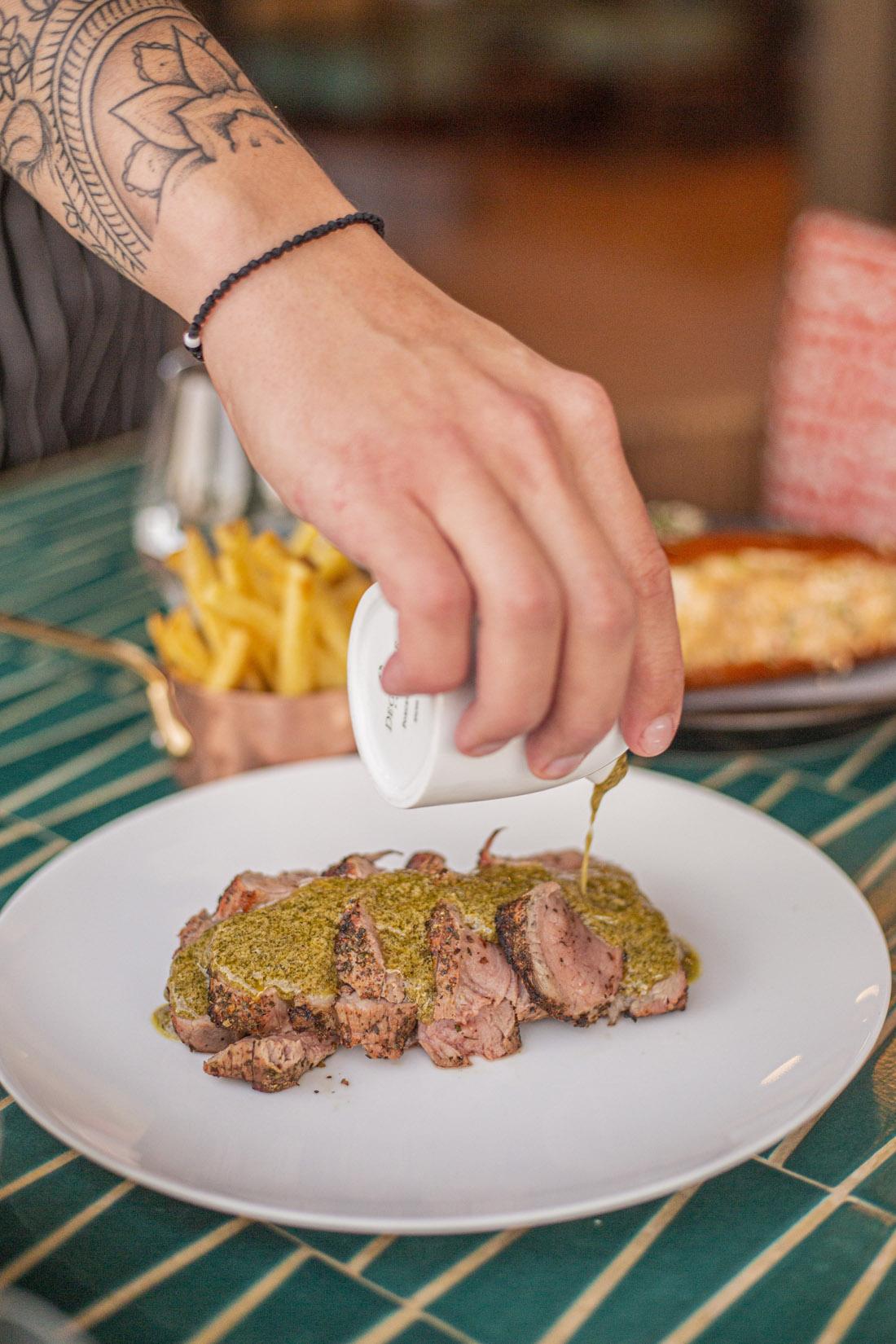 "Iconic sauce - exclusive collaboration-veal filet, homemade fries & ""sauce original Relais de Paris""_Katia Dede"
