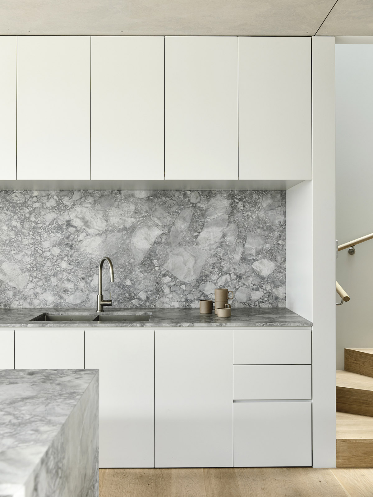 est-living-rob-kennon-architects-fitzroy-north-02-07