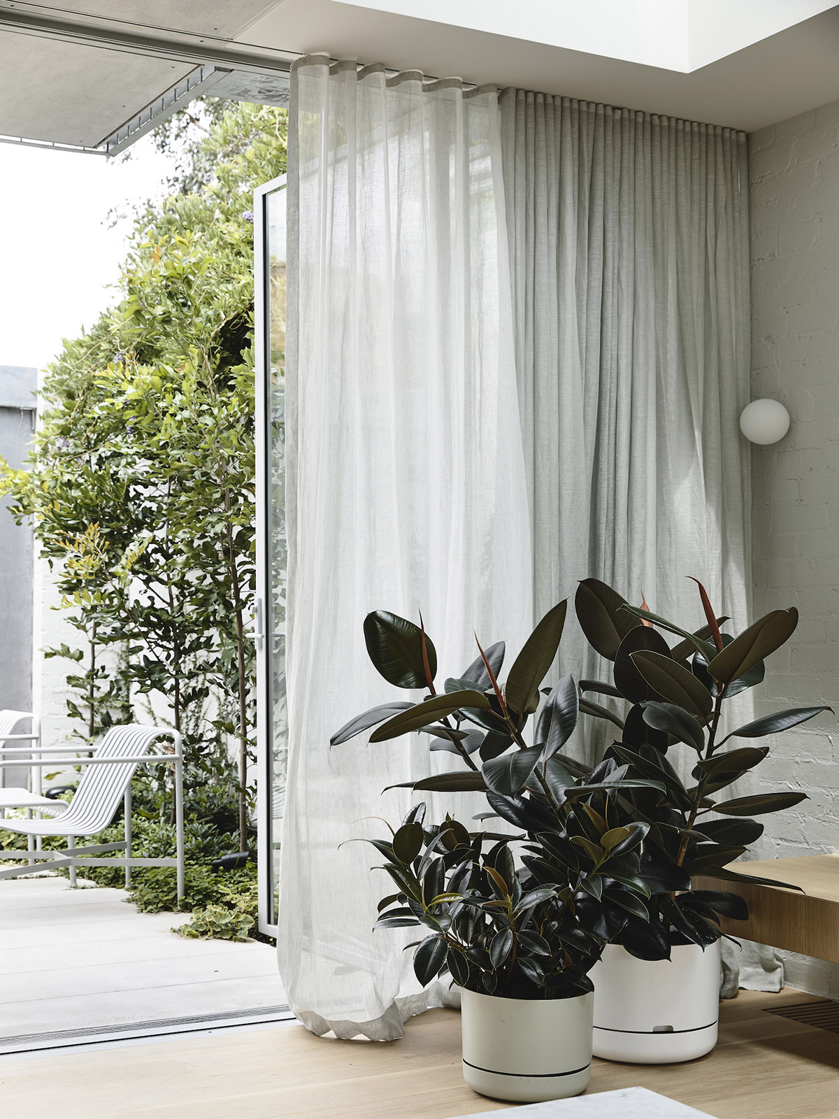 est-living-rob-kennon-architects-fitzroy-north-02-13
