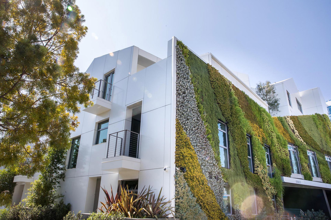 modern-apartment-building-green-wall-291020-748-03