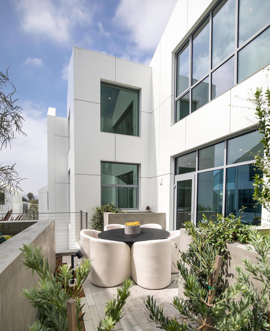 modern-architecture-patio-291020-801-19