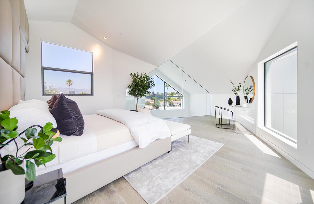 modern-master-bedroom-291020-755-10