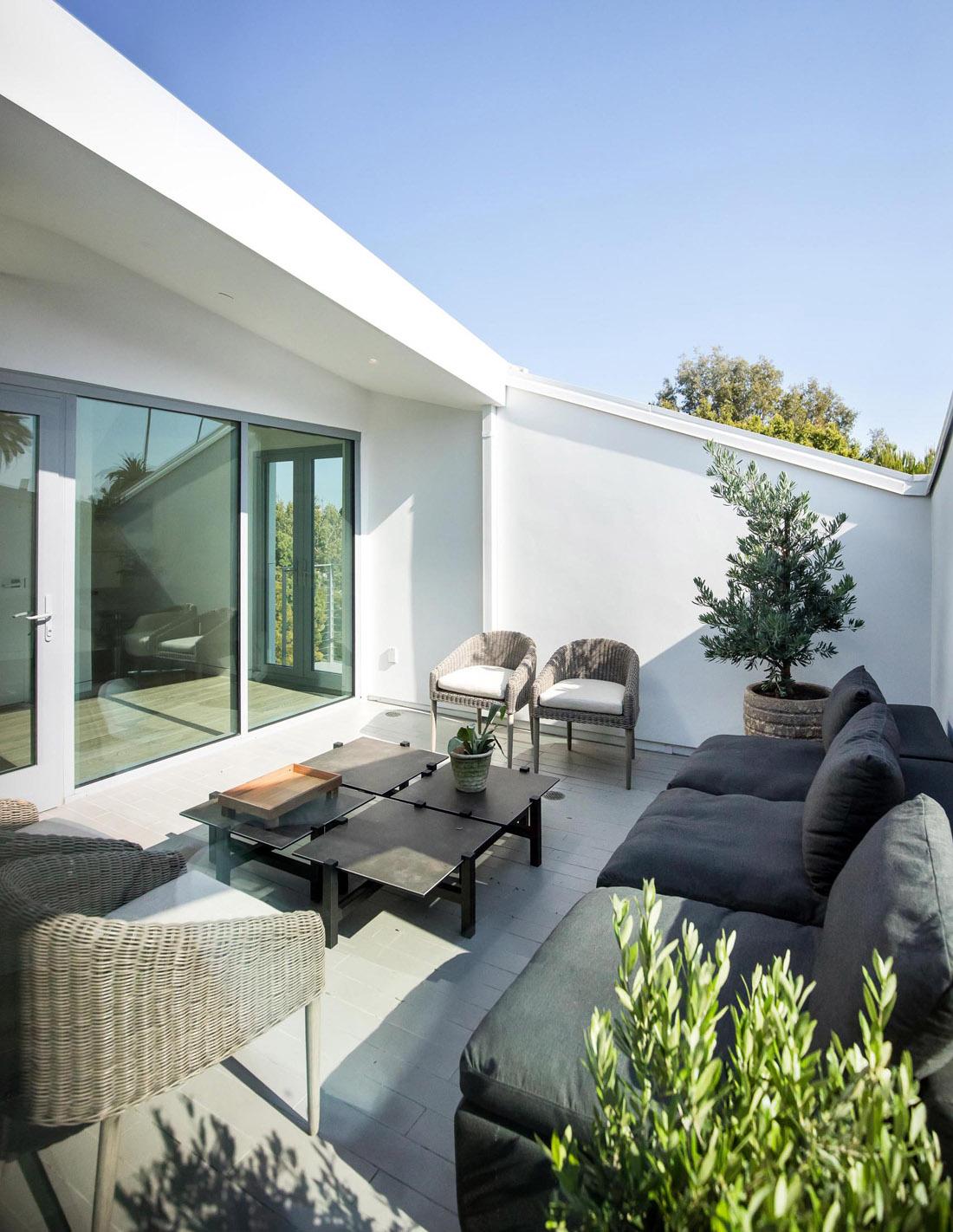modern-patio-291020-804-22